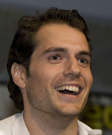 henry-cavill-stage-shirtless-109336932.j